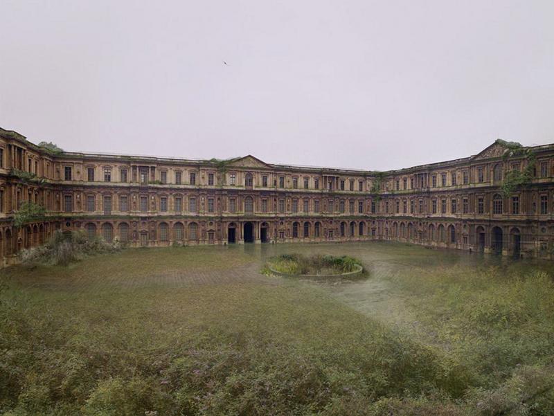 Cour-carrée-abandonnée